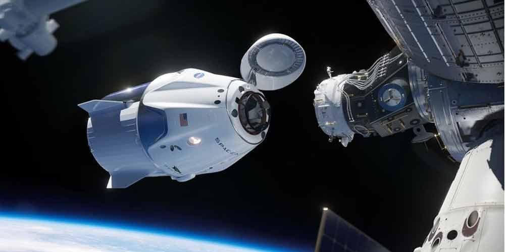 کپسول فضایی دراگون در ایستگاه فضایی بینالمللی پهلو گرفت