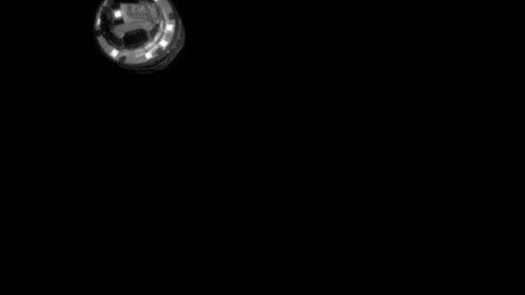 در این تصویر جعبه انفجاری نشان داده میشود که برای پدید آوردن دهانهای جدید روی سیارک ریوگو مورد استفاده قرار گرفت