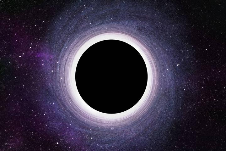 مهمترین مشکل در مطالعه سیاهچالهها این است که این اجسام، چنان گرانشی قوی دارند که حتی نور نیز از آن راه گریزی ندارد. در واقع، سیاهچالهها نواحی از فضا زمان هستند که قوانین معمولی فیزیک ما در آنجا کاربردی ندارند