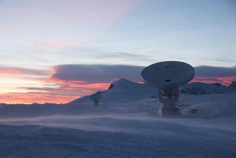 تلسکوپ افق رویداد در واقع ترکیبی از ۸ تلسکوپ قوی در سراسر جهان است